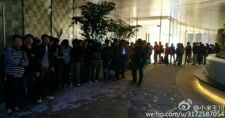 За новыми смартфонами Xiaomi выстраиваются очереди