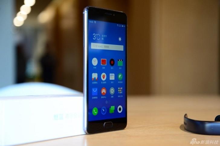 Meizu патентует дополнительный экран на задней панели
